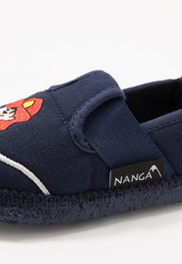 Nanga - FEUERWEHR - Domácí obuv - dunkelblau - 2
