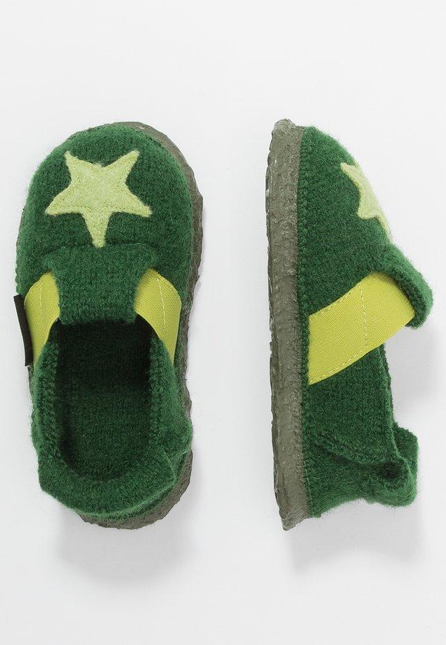 SHINING STAR - Pantoffels - grün