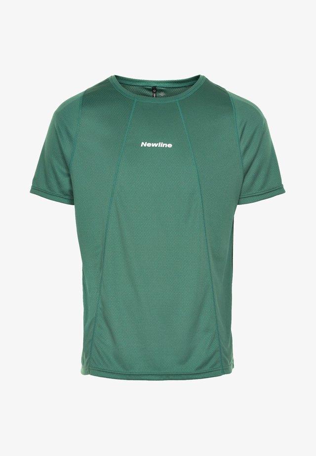 TECH TEE - Print T-shirt - mallard green