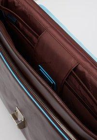 Piquadro - BRIEFCASE WITH FLAP - Notebooktasche - moro - 4