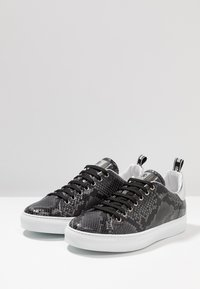 Roberto Cavalli - Sneakers - stone/silver - 2