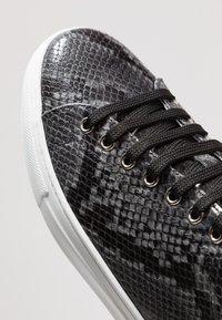 Roberto Cavalli - Sneakers - stone/silver - 5