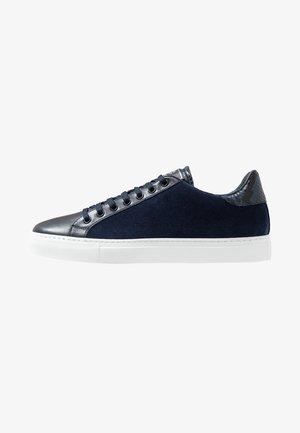 Sneakersy niskie - stone blu/blu
