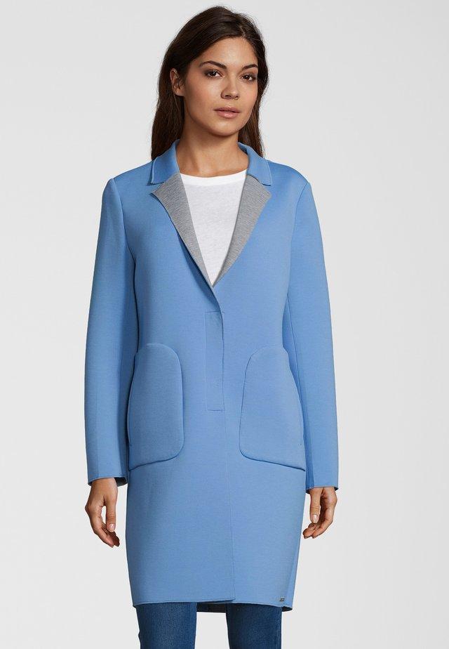 SCUBA-MANTEL NIDRA - Classic coat - soft blue