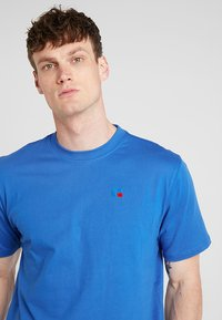 Russell Athletic - BASELINERS  AUTHENTIC  - Basic T-shirt - cobalt - 3