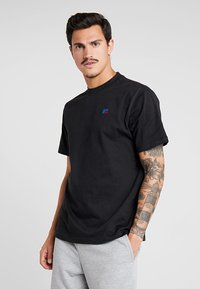 Russell Athletic - BASELINERS  AUTHENTIC  - Basic T-shirt - black - 0