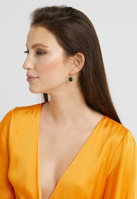 SNÖ of Sweden - ELDINA PENDANT EAR - Boucles d'oreilles - gold-coloured/green - 1