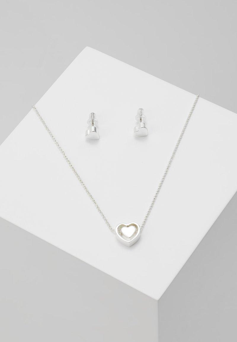 SNÖ of Sweden - BELIZE HEART PENDANT PLAIN SET - Earrings - silver-coloured