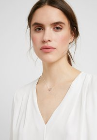 SNÖ of Sweden - BELIZE HEART PENDANT PLAIN SET - Earrings - silver-coloured - 1