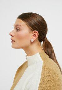 SNÖ of Sweden - VINTAGE BIG PENDANT EAR - Earrings - silver-coloured - 1