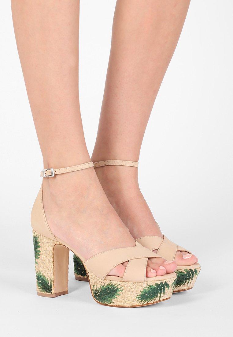Schutz - Sandály na vysokém podpatku - tanino