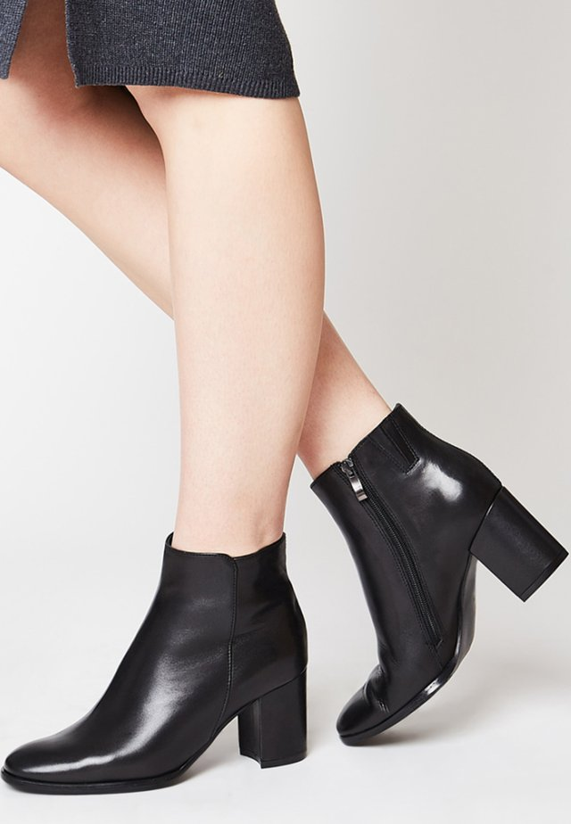 ELEGANTE STIEFELETTE - Classic ankle boots - black