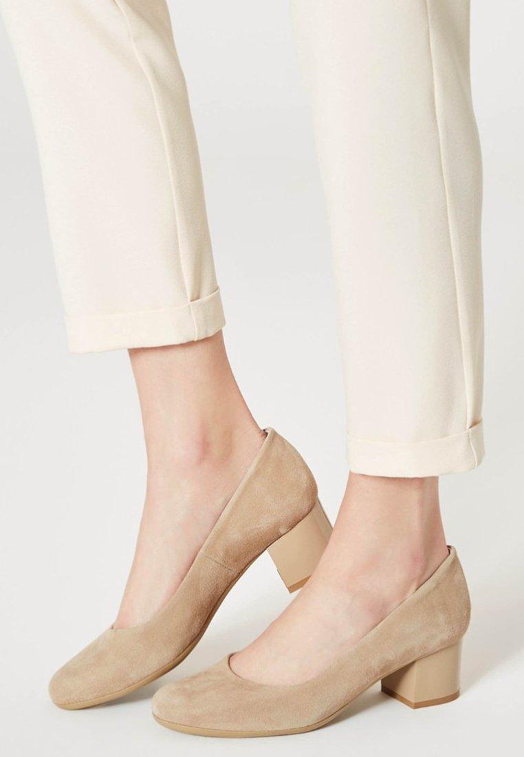 Usha - Classic heels - beige