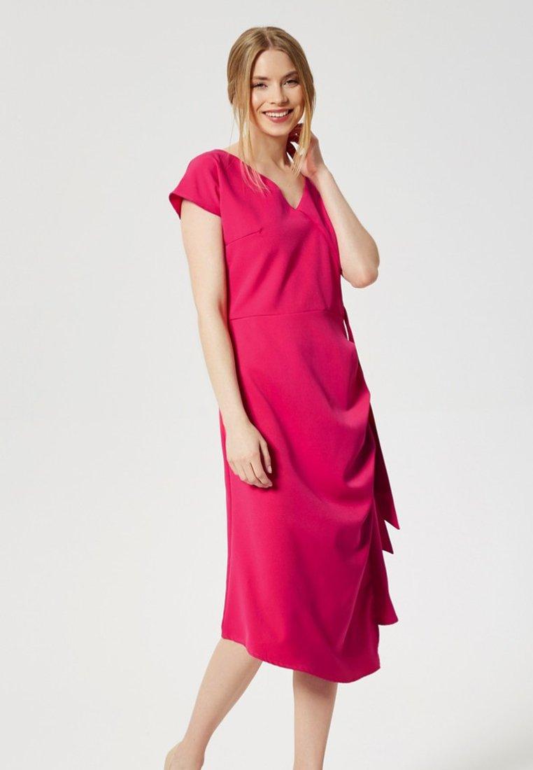 Usha - Vapaa-ajan mekko - dark pink