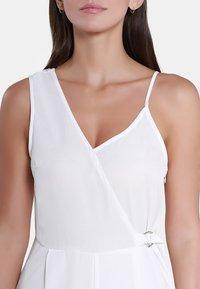 usha - Mono - woolen white - 3