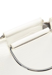 usha - Across body bag - white - 5