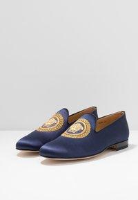 Versace - Nazouvací boty - navy/oro caldo - 2