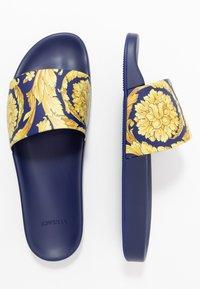 Versace - Sandály do bazénu - bluette oro - 1