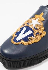 Versace - Nazouvací boty - navy - 5