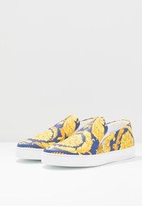 Versace - Slipper - bluette/oro - 2