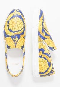 Versace - Slipper - bluette/oro - 1