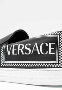 Versace - Slip-ins - nero/bianco - 5