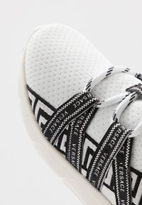 Versace - CALZINO - Matalavartiset tennarit - offwhite - 2