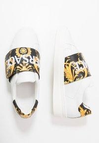 Versace - FLASH BAMBINO - Baskets basses - bianco/nero/oro - 0