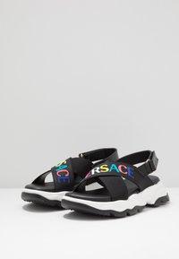 Versace - ELASTICI LOGO - Sandals - nero/oro caldo - 2