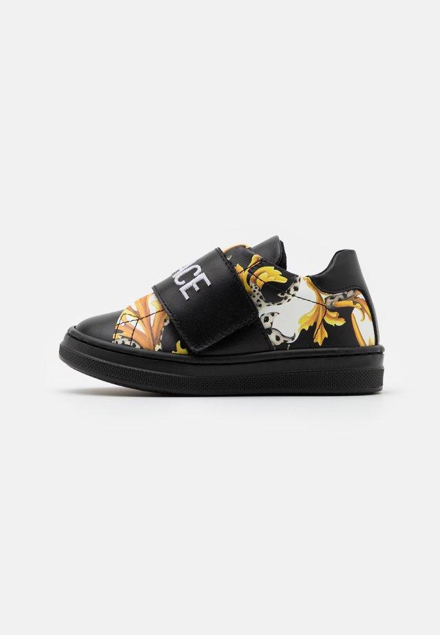 UNISEX - Sneakersy niskie - black/gold/white