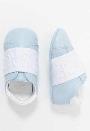 NASTRO RICAMO - Chaussons pour bébé - baby blue/bianco