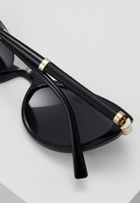 Versace - V-ROCK - Aurinkolasit - black - 4
