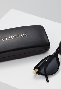 Versace - V-ROCK - Aurinkolasit - black - 2