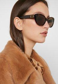 Versace - Gafas de sol - havana - 1