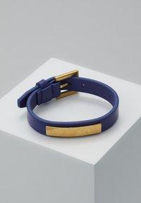 Versace - BRACCIALE  - Armband - bluette oro tribute - 0