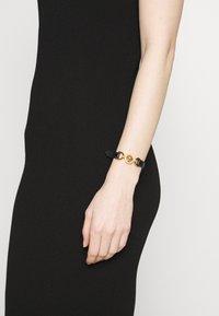 Versace - BRACCIALE - Armband - nero/oro tribute - 1