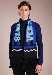 Versace - Scarf - sciarpa maglia/bluette/azzurro - 0