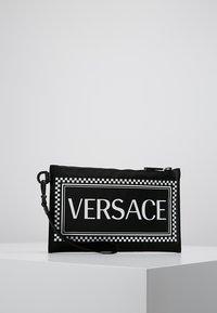 Versace - Clutch - nero/bianco - 2