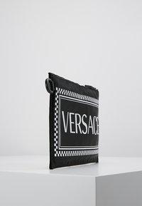 Versace - Clutch - nero/bianco - 4
