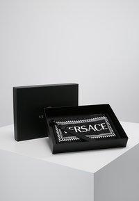Versace - Clutch - nero/bianco - 0