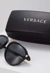 Versace - Occhiali da sole - black - 3
