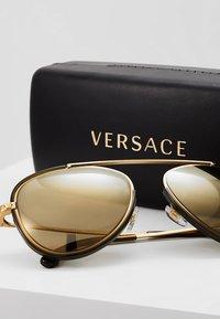 Versace - Solbriller - tribute gold/transp dark green/light brown mirror goldcoloured - 2