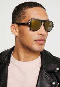 Versace - Okulary przeciwsłoneczne - dark havana - 1