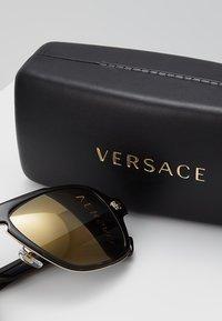 Versace - Okulary przeciwsłoneczne - dark havana - 2