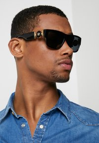 Versace - Occhiali da sole - black - 1