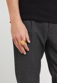 Versace - Prsten - gold-coloured - 1