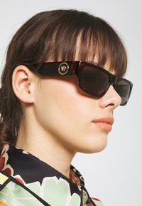 Versace - Sonnenbrille - havana - 1
