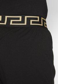 Versace - PANTALONE INTIMO UOMO - Pyjamahousut/-shortsit - nero greca oro - 2