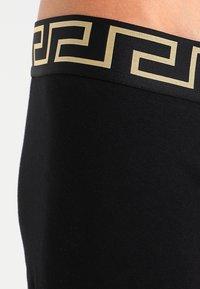 Versace - PARIGAMBA BASSO INTIMO UOMO PACK 2 - Boxerky - nero/oro - 3