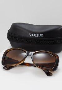 VOGUE Eyewear - Sluneční brýle - black - 2